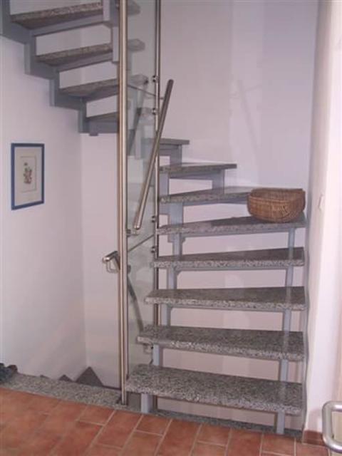 galerie hammerart schmiede j rgen weist bielefeld skeletttreppe mit marmorstufen die. Black Bedroom Furniture Sets. Home Design Ideas