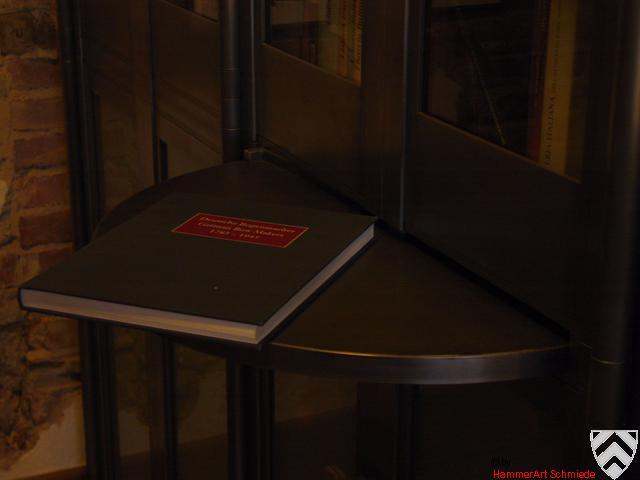 Bücherschrank, versteckte,drehbare Ablage