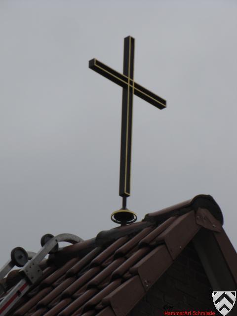 Kreuz auf einer Friedhofskapelle